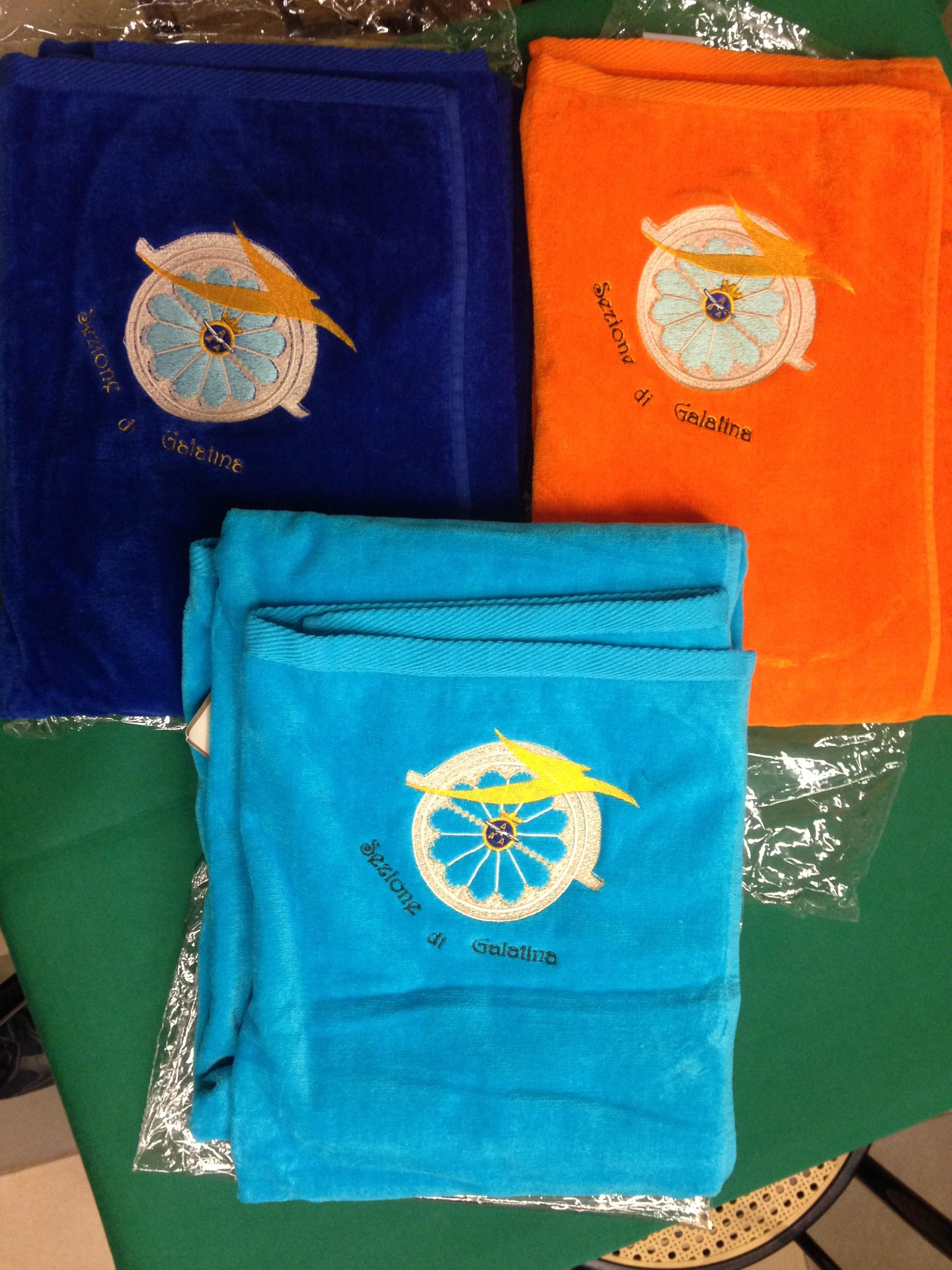 Nuovi e coloratissimi Teli Spugna con il logo ricamato della nostra Sezione